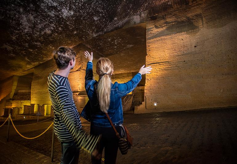 进入地下采石场