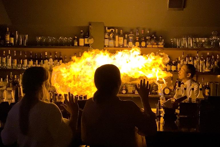 Flair酒吧:令人兴奋的鸡尾酒表演